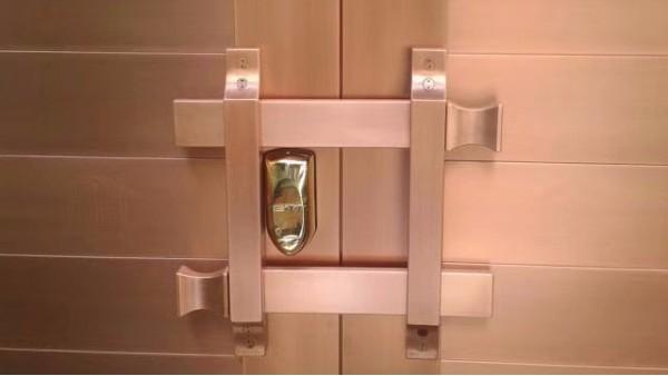 如何去除铜门上的透明胶粘后剩下的胶印